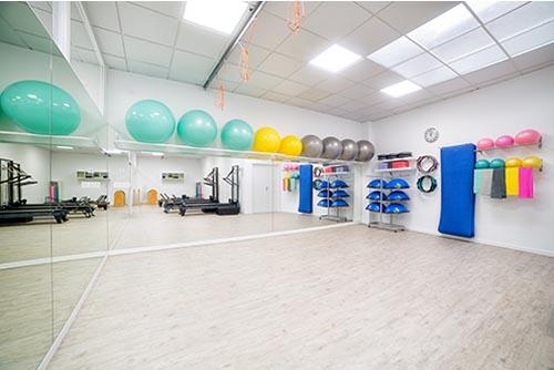 Sala de Pilates suelo, máquinas y aéreo